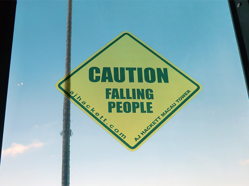 Caution falling people